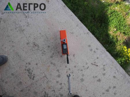 Процесс испытания прочности бетона методом отрыва со скалыванием
